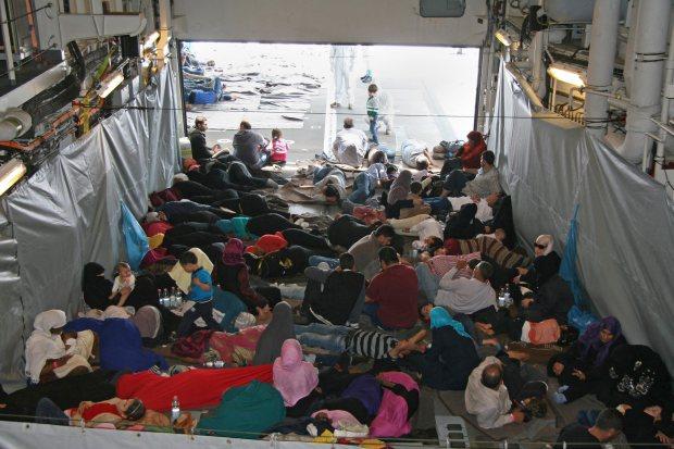 German frigate rescues migrants at Mediterranean